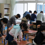 """Children using the """"Hydro Ag+ Alcohol Cloth"""" to disinfect the classroom at an elementary school in Inashiki City"""
